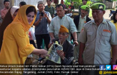 Para Istri Politikus Golkar Berbagi dengan Veteran dan Janda Pahlawan - JPNN.com