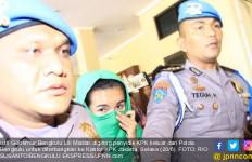 Gubernur Bengkulu dan Istrinya Ditangkap, KPK Sita Uang Suap - JPNN.com