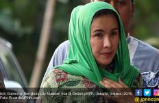 Detik-detik Si Cantik Istri Gubernur Menunggu Uang Satu Kardus - JPNN.com