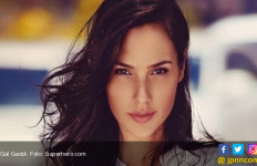 Hmm..Wonder Woman Lagi Berlibur di Indonesia? - JPNN.com