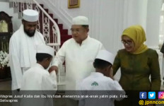 JK dan Bu Mufidah Terima Anak Yatim Asal Papua - JPNN.com