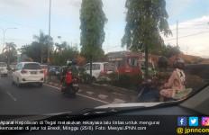 Urai Kemacetan di Brexit, Polisi Terapkan Contra Flow di Tegal - JPNN.com