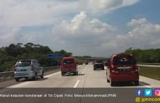 Kronologis Mobil Pemudik Tabrak Dua Petugas Tol Cipali - JPNN.com