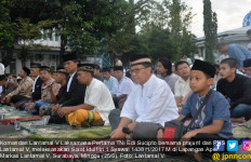 Komandan Lantamal V Salat Ied Bersama Prajurit dan Warga Cefi - JPNN.com
