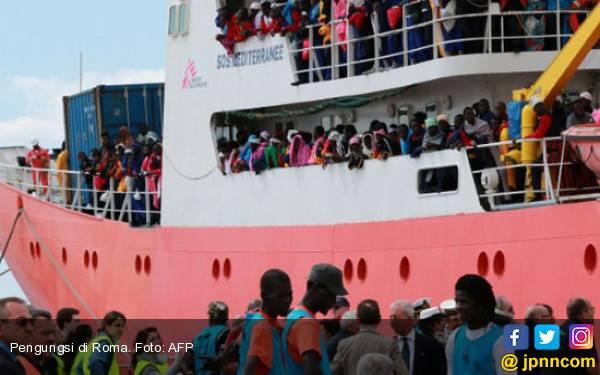 150 Pengungsi Tenggelam di Pantai Libya - JPNN.com