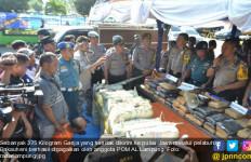 Bravo... Anggota TNI AL Gagalkan Penyelundupan 375 Kilogram Ganja - JPNN.com