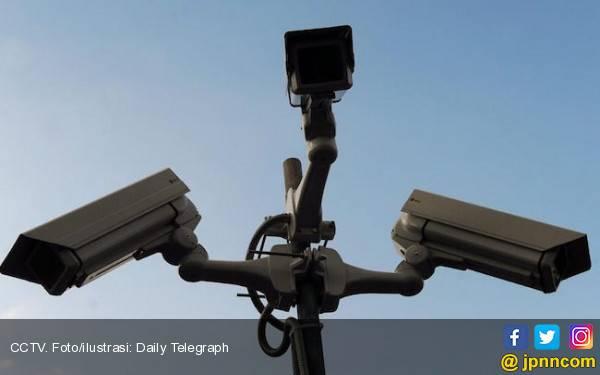 2 Maling Burung Wajahnya Terlihat Jelas di CCTV - JPNN.com