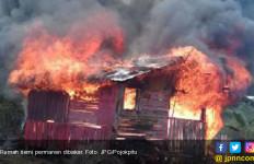 Warga Ngamuk, Rumah Penuh Dosa Itu Akhirnya Dibakar - JPNN.com