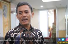 Kecewa Kinerja Pemprov, Ketua DPRD Turun Langsung Bantu Korban Banjir Jakarta - JPNN.com