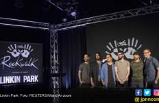 Chester Bennington Meninggal, Jadwal Tur Linkin Park Batal - JPNN.com