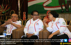 Menteri Yohana Serahkan Tujuh Anugerah KLA 2017 untuk Riau - JPNN.com