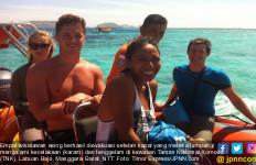 Kapal Karam di Kawasan Nasional Komodo, 4 Wisatawan Asing Selamat - JPNN.com
