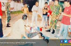 Asyik Ngelem, Bocah Disergap Anggota TNI, Kelar Lu Tong! - JPNN.com