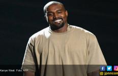 Kanye West Kepergok Bareng Cewek Tak Bercelana, Selingkuh Bro? - JPNN.com