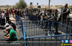 Bentrok Lantaran Pembatasan Usia Masuk ke Al Aqsa, Satu Tewas, Lebih dari 50 Terluka - JPNN.com