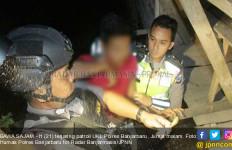 Pemuda Bawa Keris ke Warung Remang-Remang, Ngapain Coba? - JPNN.com