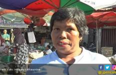 Curahan Hati Yanti, Pedagang yang Pisangnya Dibanting Kadis Perdagangan Kota Padang - JPNN.com