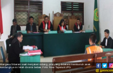 Hakim Vonis Bebas Terdakwa Pembunuh Anak Kandung, Warga Protes - JPNN.com