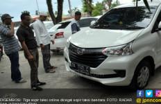 PNS Jadi Sopir Taksi Online, Tepergok di Bandara, Ban Digembosi - JPNN.com