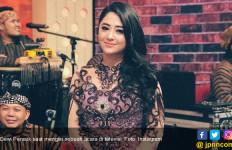 Dewi Perssik Ditipu Asisten Rumah Tangga - JPNN.com