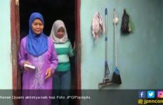 Alhamdulilah...27 Tahun Menabung, Nenek Penjual Ketan Kini Naik Haji - JPNN.com