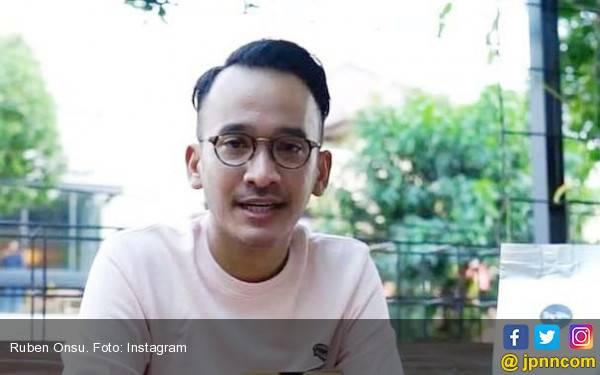 Ruben Onsu Enggan Jawab Kabar Pernikahan Syahrini - JPNN.com