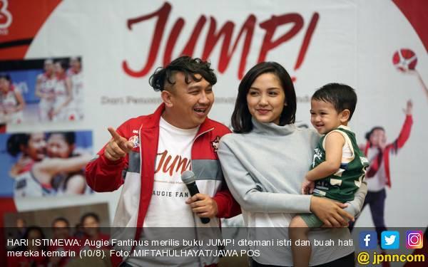 Sambil Menangis, Augie Fantinus Akui Menyesal Sia-siakan Keluarga - JPNN.com