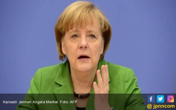 Angela Merkel Gemetar Tak Terkendali, Nyaris Pingsan - JPNN.com