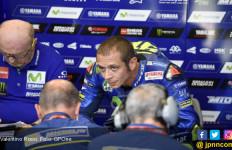 Kalau Begini Terus, Valentino Rossi Menyerah Saja deh - JPNN.com