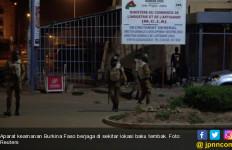 Tujuh Jam Baku Tembak di Restoran, 18 Nyawa Melayang - JPNN.com