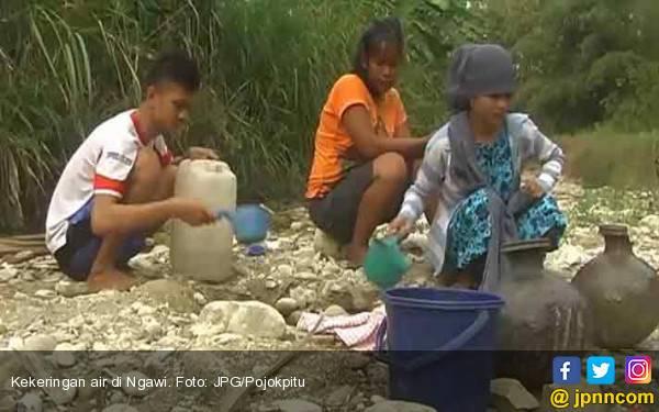 Kekeringan di Ngawi, Warga Beli Air Bersih di Sendang - JPNN.com