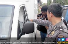 Sedang Daftar ke KPU, Mobil Bacaleg Diserang - JPNN.com