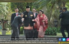 Berkesan! Pak SBY Datang, Staf Istana Langsung Cium Tangan - JPNN.com