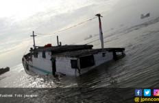 Kapal Bermuatan 135 Ton Minyak Goreng Tenggelam, Nahkoda dan ABK Selamat - JPNN.com