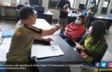 Digerebek Satpol PP, Karyawati Salon sedang Layani Tamu Tanpa Busana - JPNN.com