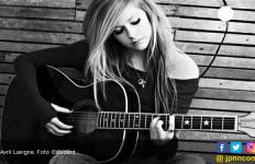 Avril Lavigne Sembuh Berkat Jatuh Cinta - JPNN.com