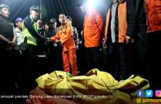 Jenazah Pendaki Gunung Lawu Berhasil Dievakuasi - JPNN.com