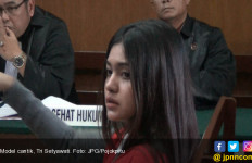 Model Cantik Surabaya Ini Bantah Lempar Gelas ke Saingannya - JPNN.com