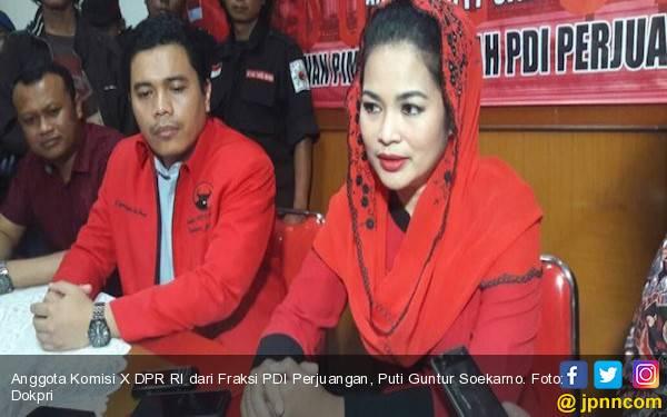 Cantik dan Berwibawa, Puti Guntur Soekarno Dampingi Gus Ipul - JPNN.com