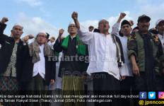 Ikut Aksi Tolak Full Day School, Bupati Enthus Berjanji Surati Jokowi - JPNN.com