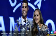 Lihat, Siapa Wanita yang Dirangkul Ronaldo Itu? - JPNN.com