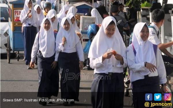 Dampak PPDB Zonasi, Sekolah Swasta Sulit dapat Siswa Baru, Promo Gratiskan Seragam - JPNN.com
