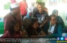 Bertemu Anak-anak Warga Dolly, Menteri Yohana Yembise Janjikan Ini - JPNN.com