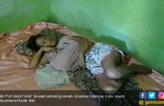 Kasihan, Ibu Tua Lumpuh Punya Putri Gangguan Jiwa dan Idap Kanker Payudara - JPNN.com