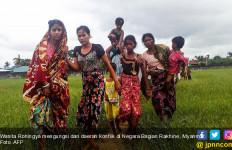 Giliran Tentara Acak-Acak Kampung Rohingya, Tembak Penduduk Sesuka Hati - JPNN.com