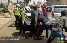 Puluhan Polisi Menyergap Dua Perampok Bersenjata, Tegang - JPNN.com
