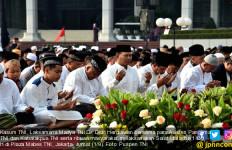 Laksdya Didit Herdiawan Salat Iduladha di Mabes TNI - JPNN.com