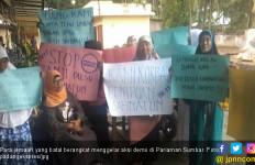 Batal Berangkat Jemaah Geruduk Perusahaan Travel Umrah - JPNN.com