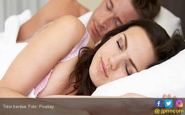 Ternyata Tidur Berdua Itu Lebih Sehat - JPNN.com