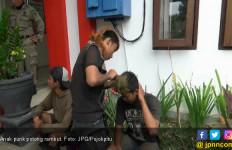 Masuk Kantor Polisi, Anak Punk Terpaksa Potong Rambut - JPNN.com
